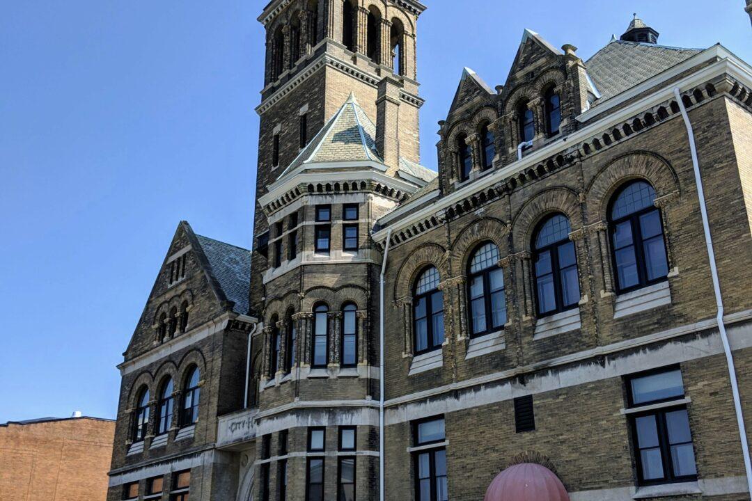 City Hall Grand Hotel Exterior